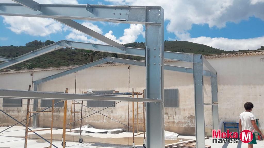Nave industrial en Tarragona para almacén de fruta. Proceso de automontaje, DIY. Mekanaves