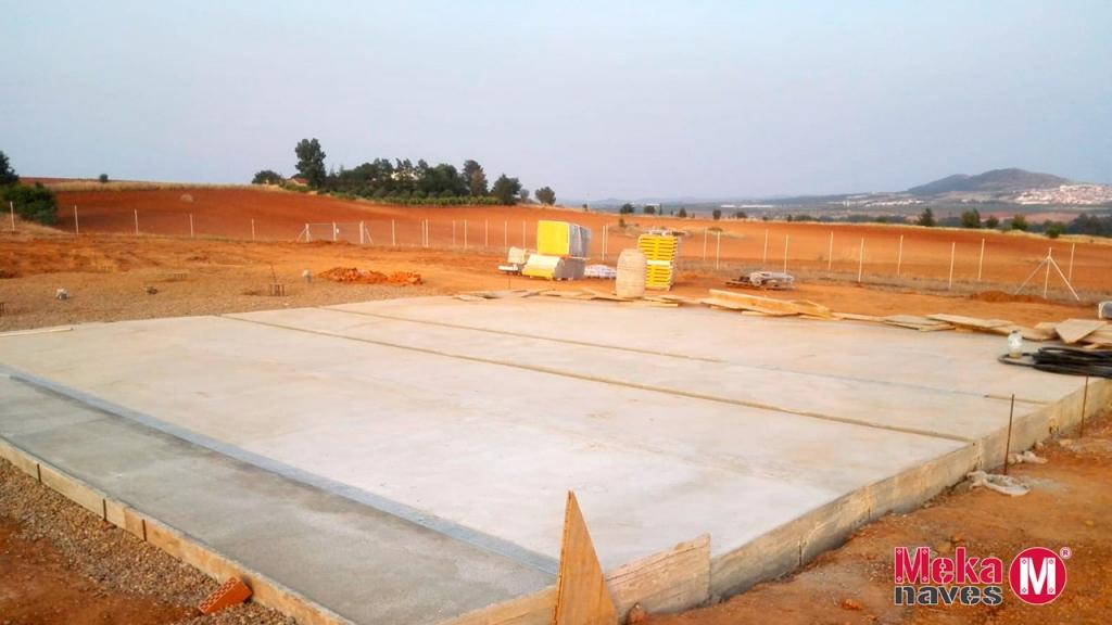 Solera de la construcción de un centro canino en Badajoz, Mekanaves