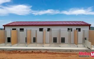 Centro canino en Badajoz, vista de los boxes exteriores hechos por Mekanaves