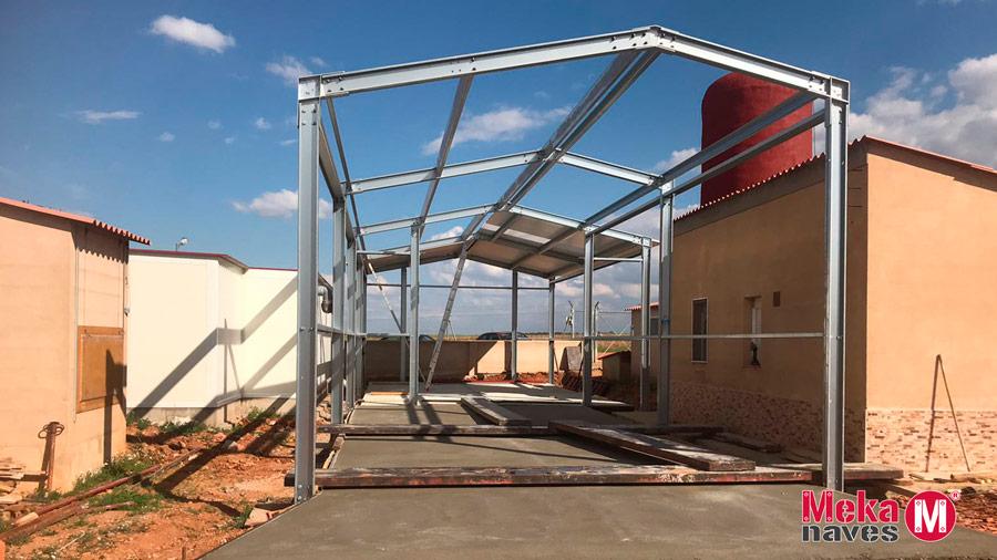 Cimentación y estructura de una nave ganadera modular para la cría de lechones en Zamora, Mekanaves
