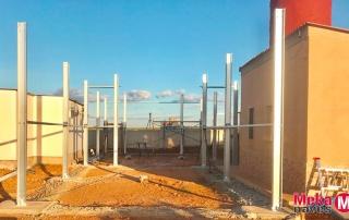 Nave ganadera para la cría de lechones con estructura galvanizada en Zamora, Mekanaves