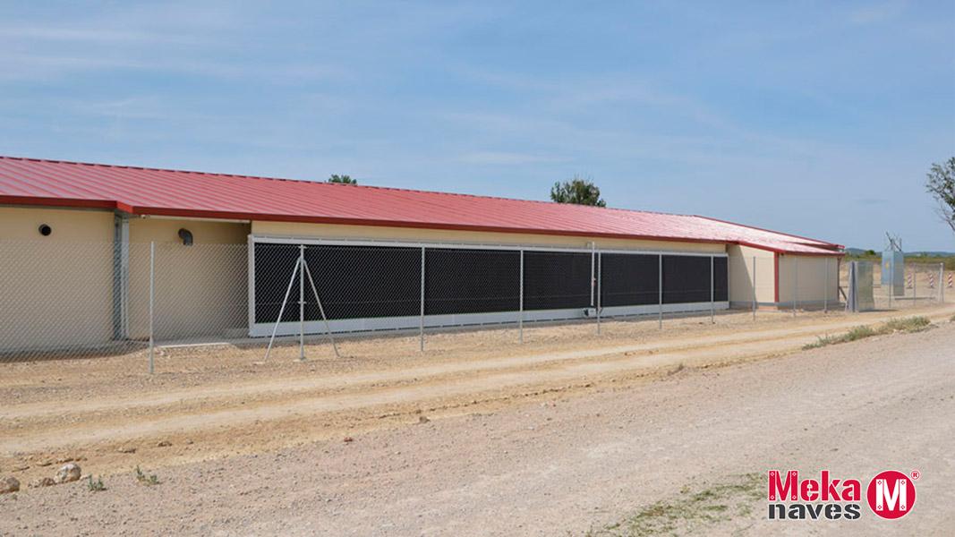 Remate lateral para cubierta en granja avicola