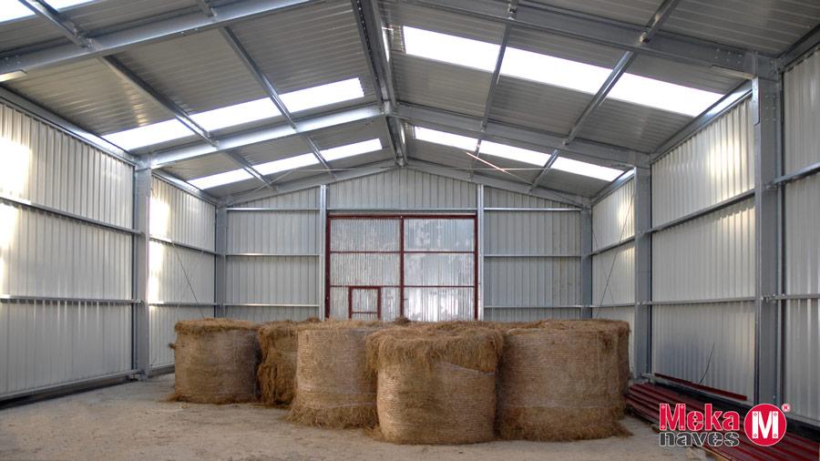 Interior Almacen agricola