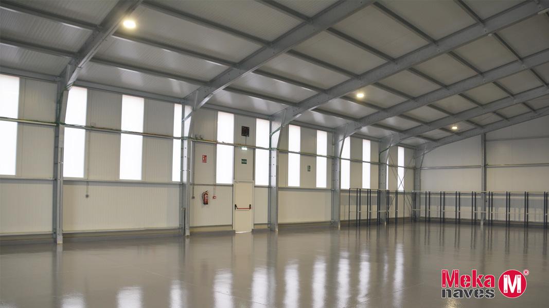 Interior nave industrial Aeropuerto Teruel
