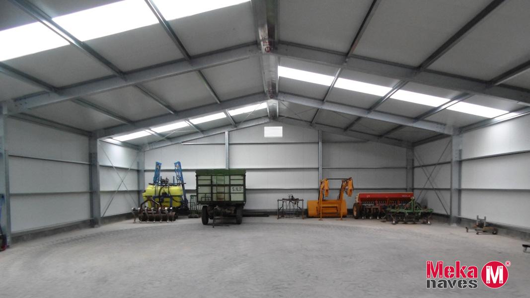 Interior nave para maquinaria agrícola