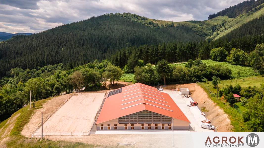 Centro ecuestre prefabricado con boxes para caballos