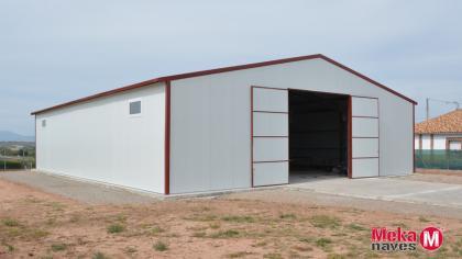 nave-industrial-puerta-exterior-automontaje-panel-sandwich-mekanaves