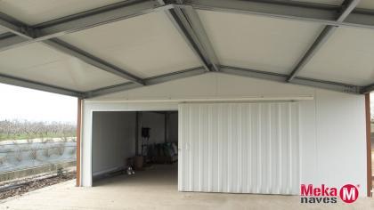 nave-interior-ocio-puerta-corredera-estructura-metalica-automontaje-mekanaves